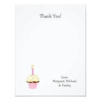 El primer cumpleaños del chica le agradece las invitación 10,8 x 13,9 cm