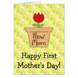 El primer día de madre de la nueva mamá, flor tarjeta de felicitación