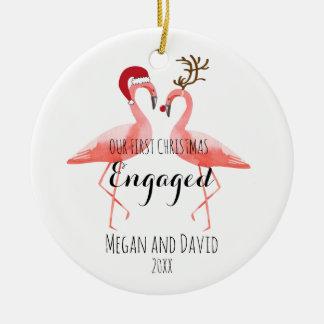 El primer navidad dedicó o casó flamencos adorno de cerámica