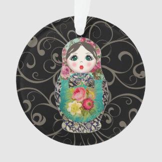 El primer ornamento de las muñecas del bebé ruso