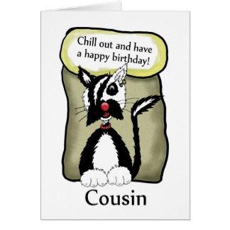 El primo enfría hacia fuera la tarjeta de