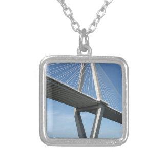 El puente hermoso de Ravenel Colgante Cuadrado