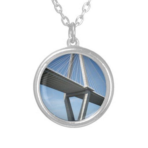 El puente hermoso de Ravenel Joyeria Personalizada