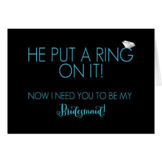 Él puso un anillo en él las tarjetas de la