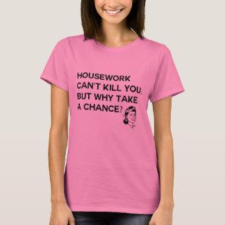 El quehacer doméstico no puede matarle camiseta