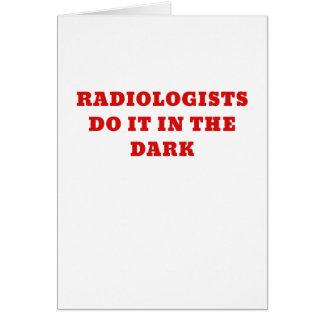 El radiólogo lo hace en la oscuridad tarjeta de felicitación