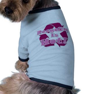 El reciclaje es caliente camiseta de perrito