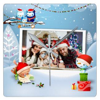 El recuerdo de la foto del navidad enmarca el reloj cuadrado