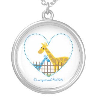 El regalo de dos de las jirafas de la madre madres collares