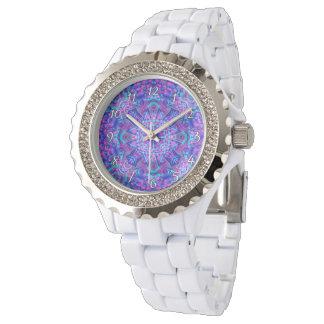 El reloj de la vintage mujer púrpura y azul del