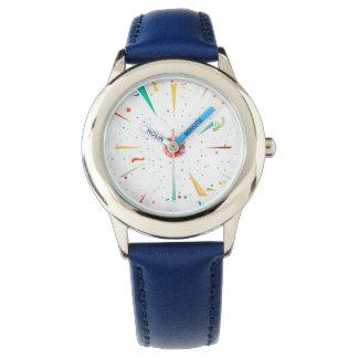 El reloj del niño festivo con diseños coloridos