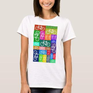 El remiendo monta en bicicleta arte camiseta