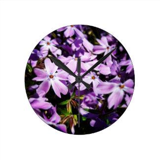 El remiendo púrpura de la flor reloj redondo mediano