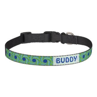 El remolinar azul puntea (elija el color de fondo) collar de perro
