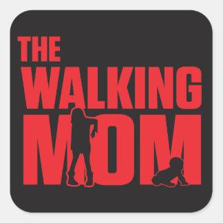 El retruécano divertido la mamá que camina bromea pegatina cuadrada