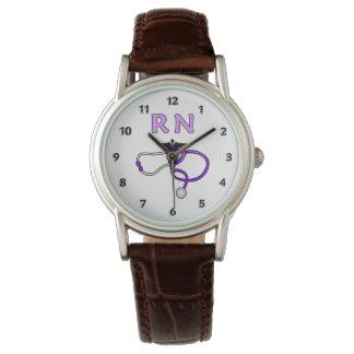 El RN cuida el estetoscopio Reloj
