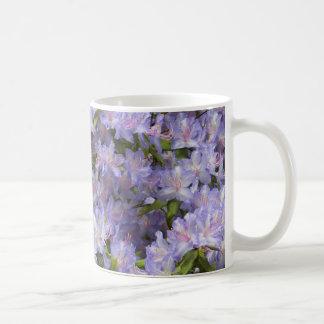 El rododendro púrpura florece taza de café floral