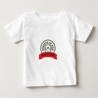 el rojo cree en dios camiseta de bebé