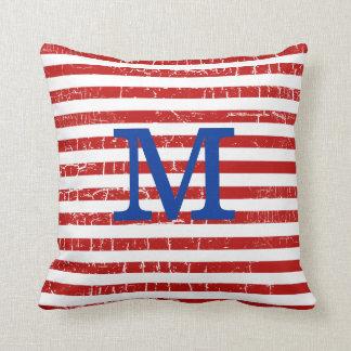 el rojo raya idea con monograma de la decoración almohada