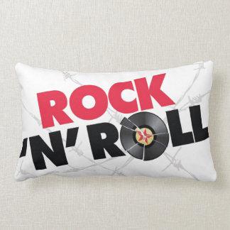 El rollo 2 de la roca N echó a un lado almohada
