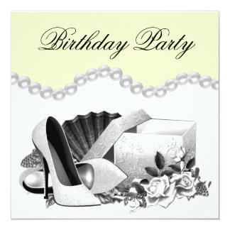El rosa blanco gotea a la fiesta de cumpleaños invitación 13,3 cm x 13,3cm