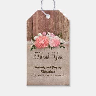 El rosa de madera de la arpillera florece el boda etiquetas para regalos