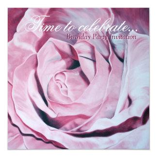 El rosa elegante celebra a la fiesta de cumpleaños invitación 13,3 cm x 13,3cm