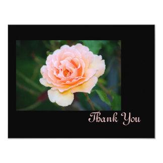 El rosa perfecto de la imagen le agradece cardar invitación 10,8 x 13,9 cm