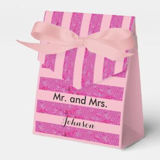 El rosa raya la caja del favor del boda de