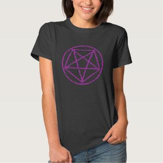 El rosa se descoloró camiseta satánica del símbolo