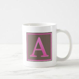 El rosa y Brown ponen letras a un monograma Taza De Café