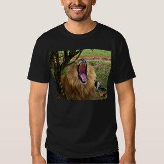 El rugido del león camisetas