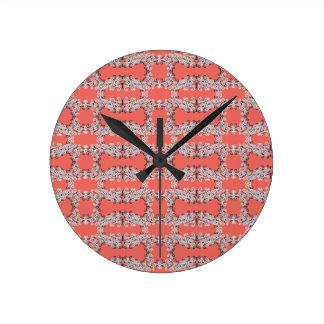 El salmón encrespa y agita el reloj de pared