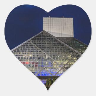 El salón de la fama del rock-and-roll en la pegatina en forma de corazón