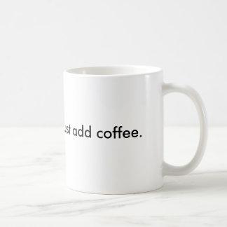 El ser humano inmediato, apenas añade el café taza de café