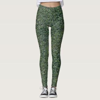 El seto verde sale de follaje texturizado leggings