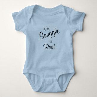 El Snuggle es camiseta de una pieza de los azules