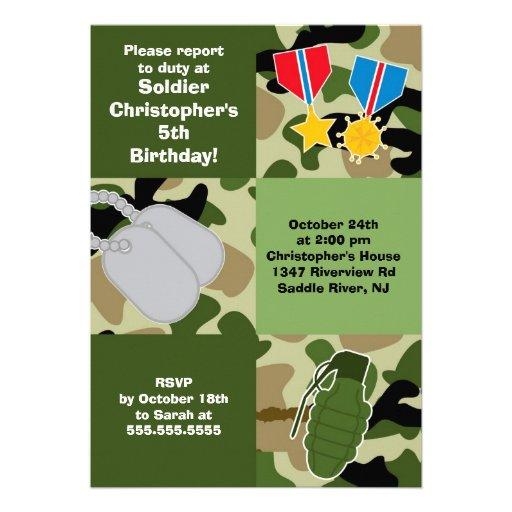 El soldado del camuflaje del ejército embroma a la invitacion personalizada