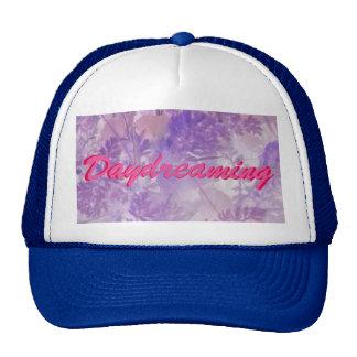 El soñar despierto floral violeta gorro de camionero