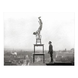 El Stuntman realiza el ejercicio de equilibrio, Postal