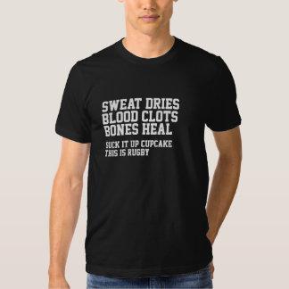 El sudor seca coágulos de sangre que el rugbi no camisetas