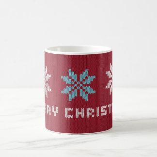 El suéter hecho punto del navidad inspiró la taza