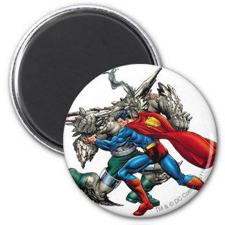 El superhombre lucha al enemigo imán redondo 5 cm