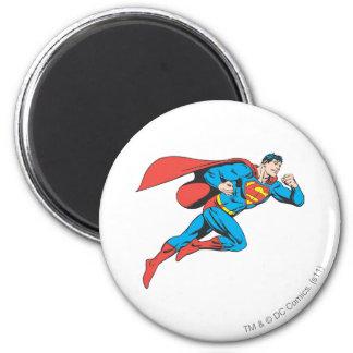 El superhombre salta a la derecha imán redondo 5 cm