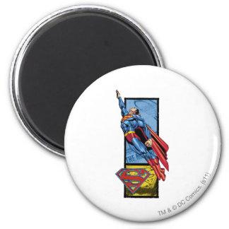 El superhombre salta para arriba con el logotipo imán redondo 5 cm