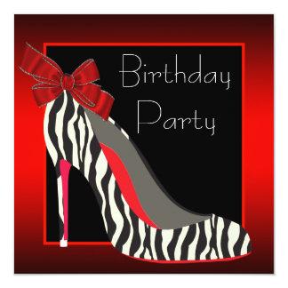 El tacón alto rojo de la cebra calza a la fiesta invitación 13,3 cm x 13,3cm