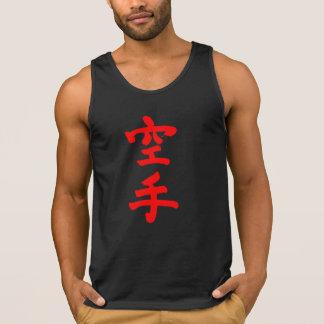 El tanque del músculo de los hombres rojos de la camiseta de tirantes