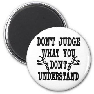 El tatuaje no juzga lo que usted no entiende imán redondo 5 cm