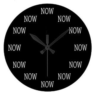 El tiempo AHORA es reloj de pared: Letras blancas