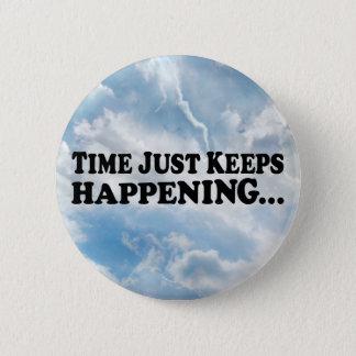 El tiempo guarda el suceder - botón redondo